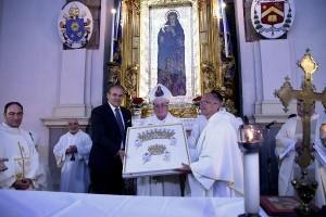 L'Arcivescovo Graziani e Affidato consegnano i Diademi per la Madonna Polacca 1