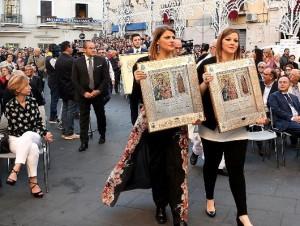 L'Arcivescovo Graziani e Affidato consegnano i Diademi per la Madonna Polacca 3
