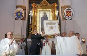 L'Arcivescovo Graziani e Affidato consegnano i Diademi per la Madonna Polacca 4