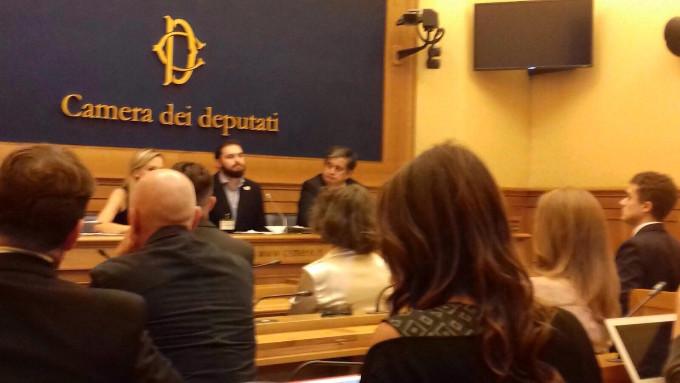 La guerra in donbass arriva al parlamento italiano for Concorsi parlamento italiano 2017