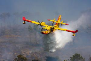 Oggi è una giornata ad altissimo rischio incendi per la Calabria - canadair