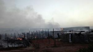 Migranti: incendio in tendopoli San Ferdinando, un ferito lieve