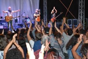 Folla oceanica per la Rino Gaetano band al Festival «Il Federiciano» di Rocca Imperiale (1)
