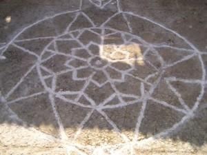 Il disegno nell'atrio del Castello di Cirò simile a quello in campidoglio ideato da michelangelo (2)