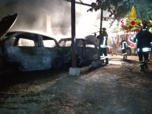 Incendio a Mesoraca, in fiamme due autovetture e un furgone (4)