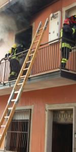 Incendio in un appartamento su tre livelli a Cutro (1)