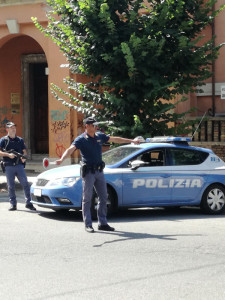 Scoperto dalla Polizia di Stato, covo segreto adibito a veicoli rubati (2)