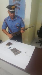 Deteneva un fucile clandestino nascosto nel trattore, arrestato 24enne dai Carabinieri a Scandale1