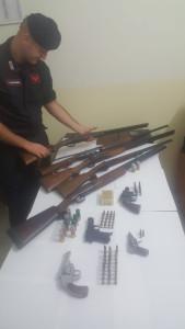 Trovato in possesso di tre pistole clandestine, arrestato dai Carabinieri di Scandale1