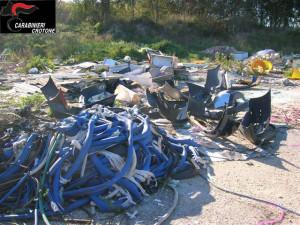 Carrozziere abbandona rifiuti speciali della propria attività, denunciato dai Carabinieri Forestali