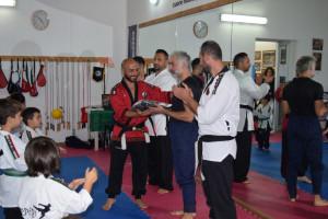 Duecento piccoli atleti da tutta la Calabria alla manifestazione di Warpedo a Torretta di Crucoli - Consegna kimono al maestro Fabio Cusato