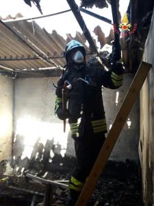 In fiamme un abitazione a Sellia Marina (3)