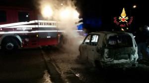 In fiamme un autovettura nella notte a Catanzaro1