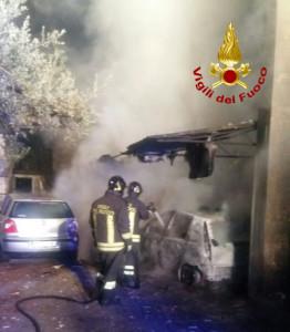 In fiamme le Autovetture di due Parroci a Corazzo di Scandale2