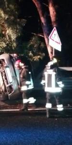 Incidente stradale auto si ribalta sulla SS106, ferito il conducente (3)