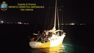 Intercettato Veliero proveniente dalla Turchia con 56 migranti a Bordo a largo di Crotone (1)