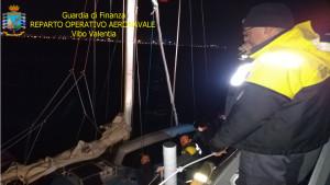 Intercettato Veliero proveniente dalla Turchia con 56 migranti a Bordo a largo di Crotone (2)