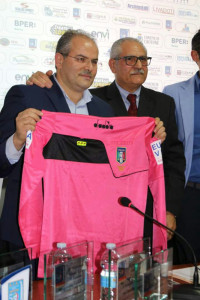 Una maglia speciale per il maestro Michele Affidato (1)