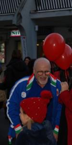 """FlashMob a Cirò Marina, Centinaia di persone hanno invaso Via Venezia danzando """"Mi fai volare"""" (17)"""