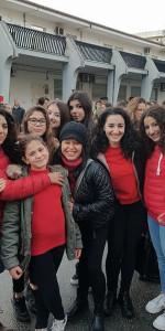 """FlashMob a Cirò Marina, Centinaia di persone hanno invaso Via Venezia danzando """"Mi fai volare"""" (2)"""