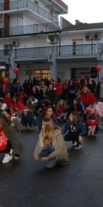 """FlashMob a Cirò Marina, Centinaia di persone hanno invaso Via Venezia danzando """"Mi fai volare"""" (20)"""