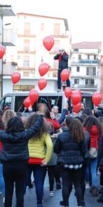 """FlashMob a Cirò Marina, Centinaia di persone hanno invaso Via Venezia danzando """"Mi fai volare"""" (47)"""