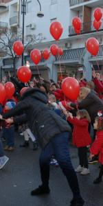 """FlashMob a Cirò Marina, Centinaia di persone hanno invaso Via Venezia danzando """"Mi fai volare"""" (49)"""