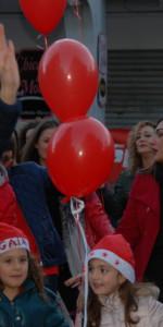 """FlashMob a Cirò Marina, Centinaia di persone hanno invaso Via Venezia danzando """"Mi fai volare"""" (50)"""