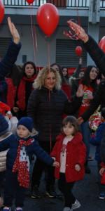 """FlashMob a Cirò Marina, Centinaia di persone hanno invaso Via Venezia danzando """"Mi fai volare"""" (51)"""