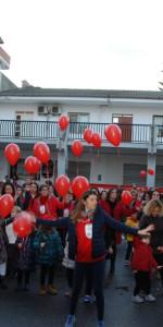 """FlashMob a Cirò Marina, Centinaia di persone hanno invaso Via Venezia danzando """"Mi fai volare"""" (54)"""