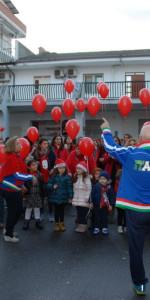 """FlashMob a Cirò Marina, Centinaia di persone hanno invaso Via Venezia danzando """"Mi fai volare"""" (55)"""
