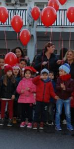 """FlashMob a Cirò Marina, Centinaia di persone hanno invaso Via Venezia danzando """"Mi fai volare"""" (59)"""