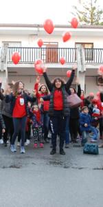 """FlashMob a Cirò Marina, Centinaia di persone hanno invaso Via Venezia danzando """"Mi fai volare"""" (65)"""