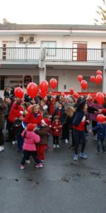 """FlashMob a Cirò Marina, Centinaia di persone hanno invaso Via Venezia danzando """"Mi fai volare"""" (69)"""