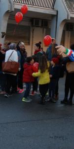"""FlashMob a Cirò Marina, Centinaia di persone hanno invaso Via Venezia danzando """"Mi fai volare"""" (72)"""