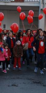 """FlashMob a Cirò Marina, Centinaia di persone hanno invaso Via Venezia danzando """"Mi fai volare"""" (75)"""