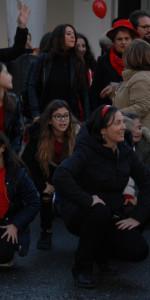 """FlashMob a Cirò Marina, Centinaia di persone hanno invaso Via Venezia danzando """"Mi fai volare"""" (77)"""