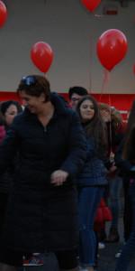 """FlashMob a Cirò Marina, Centinaia di persone hanno invaso Via Venezia danzando """"Mi fai volare"""" (80)"""
