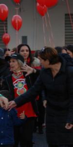 """FlashMob a Cirò Marina, Centinaia di persone hanno invaso Via Venezia danzando """"Mi fai volare"""" (83)"""