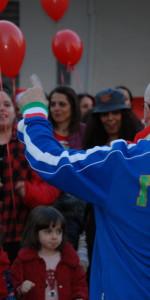 """FlashMob a Cirò Marina, Centinaia di persone hanno invaso Via Venezia danzando """"Mi fai volare"""" (84)"""