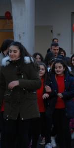 """FlashMob a Cirò Marina, Centinaia di persone hanno invaso Via Venezia danzando """"Mi fai volare"""" (85)"""