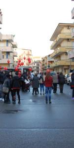 """FlashMob a Cirò Marina, Centinaia di persone hanno invaso Via Venezia danzando """"Mi fai volare"""" (91)"""