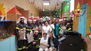 """I Vigili del Fuoco """"Babbo Natale"""" all'Ospedale dell'Annunziata di Cosenza"""