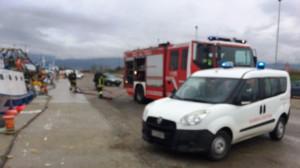 Incendio a bordo di un peschereccio nel porto di Corigliano calabro, ma è un'esercitazione (2)