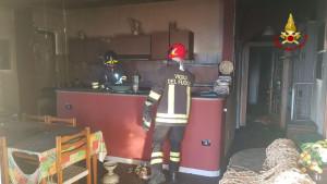 Incendio in appartamento sul lungomare di Isola Capo Rizzuto (2)