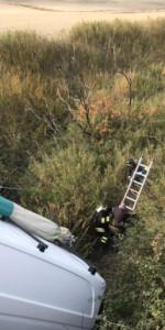 Incidente stradale furgone finisce fuori strada sotto un pontino, ferito il conducente1