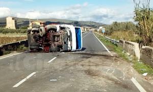 Incidente sulla SS106 a Strongoli, traffico chiuso