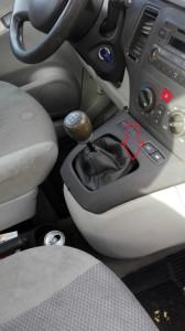Nascondevano tremila euro falsi nell'auto, i Carabinieri arrestano due donne ed un uomo (2)