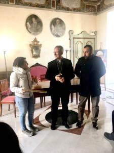 Premio KR ART a Le Castella, convegno TERINA Colonia di Crotone a Cirò Marina e Targa a Mons. Caiazzo (4)