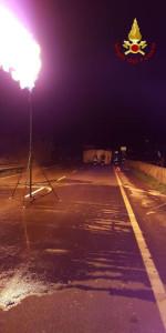 SS106 ancora chiusa per l'incidente sulla strada zona Strongoli, causa ribaltamento autocisterna (2)
